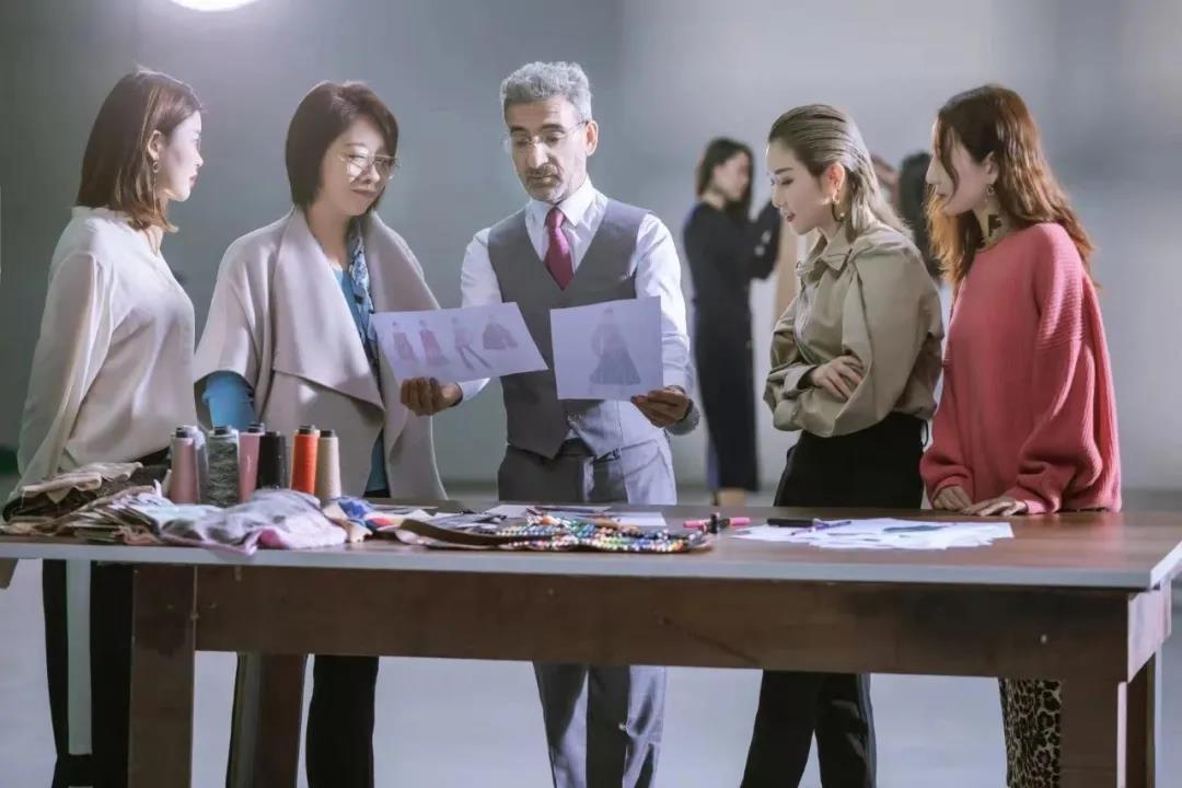 """44岁创业,90年代做""""百万富翁"""":一份冲动,成就一个亿级高端时装品牌?"""